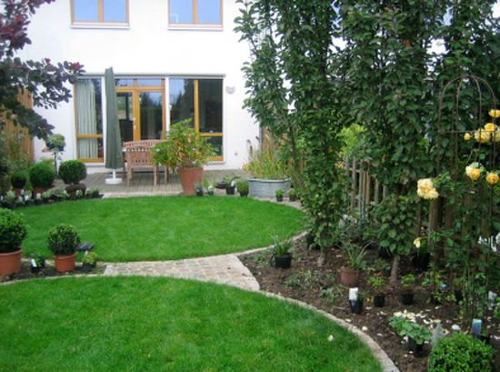 51 best garten images on pinterest for Gartengestaltung trampolin