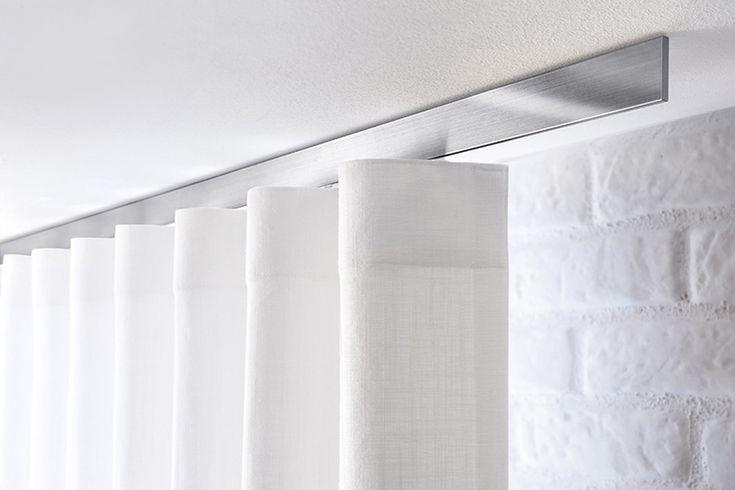 Gordijn- en meubelstoffen kunnen niet alleen gebruikt worden voor gordijnen of bekleding van zitmeubelen maar ook voor sierkussens, tafellakens, plaids, stoelhoezen, bedspreien en sluimerrollen. Gordijnstoffen kunnen door hun dessin of kleurstelling een klassieke of moderne uitstraling hebben. Dit is nog verder te benadrukken door te kiezen voor plooien, zeilringen, lussen, wave-systeem, draperieën, panelen of vouwgordijnen. …