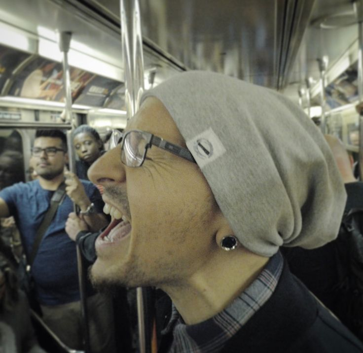 Chester Bennington sings in the Subway.
