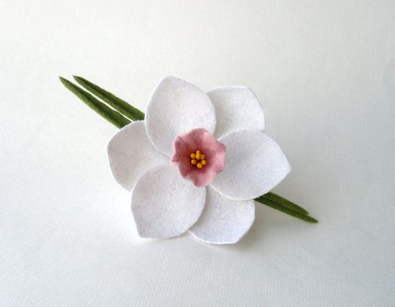 Felt flower brooch white narcissus daffodil white от Roltinica