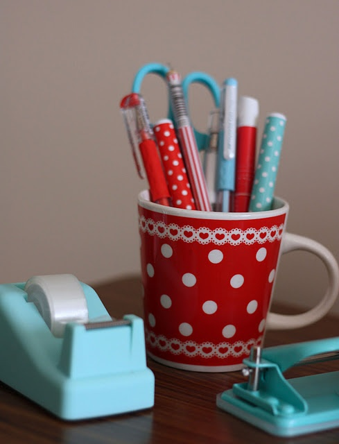 red + aqua office supplies: Aqua Offices, Colors Combos, Polka Dots, Red Aqua, Colors Schemes, Cute Pens, Redaqua, Offices Supplies, Desks Accessories