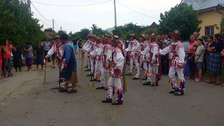 Căluş tradițional în Izvoarele - jucat la poartă