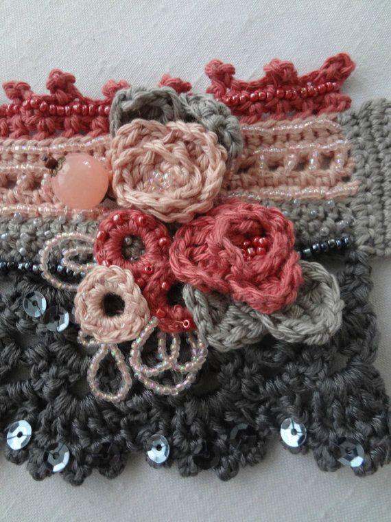Rosas en flor ganchillo del pun o patrón brazalete por sewella