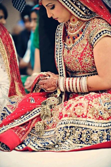 sikh punjabi dulhan indian pakistani bollywood bride desi wedding bangles henna mehndi