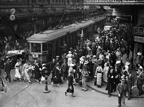 Christmas shoppers in Sydney, Australia - December 1935. Photo: H.H. Fishwick/Sydney Morning Herald/Fairfax Media