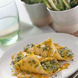 Ingredienti4 fogli di lasagne secche250 g di asparagi100 g di ricotta2 scalogni80 g di burro80 g di farina2 cucchiai di olio d