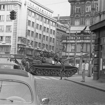 K událostem roku 1968 v Československu a invazi vojsk Varšavské smlouvy se v diskusní části opět věnuje web ruského armádního televizního kanálu Zvezda. Autor...