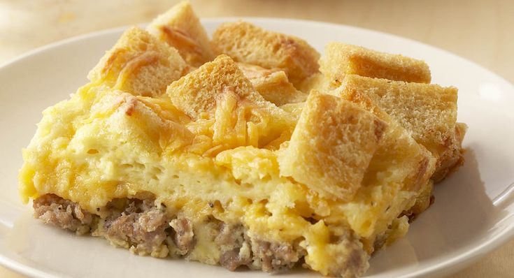 1 Roll (12 ozs.) Breakfast Sausage  2 cups Shredded Cheddar Cheese  6 Eggs Beaten  1 Cup Water  1/2 Cup Milk  1 pkg. Country Gravy Mix  6 Slices Bread, Cut into 1 inch cubes  Paprika