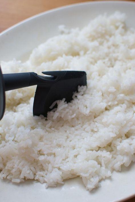 Cómo hacer el arroz para sushi en el recipiente Varoma del Thermomix, receta japonesa paso a paso « Thermomix en el mundo