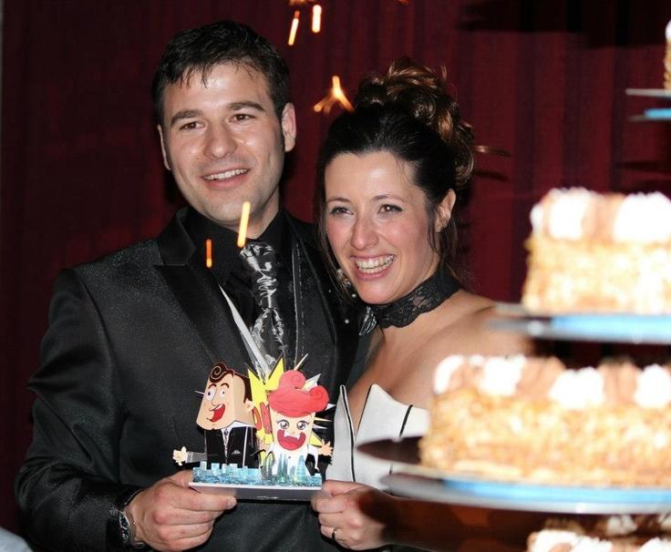 Diseñados como toppers de tarta de boda, se hicieron tres tipos diferentes para esta pareja de novios. Estos fueron los más divertidos.