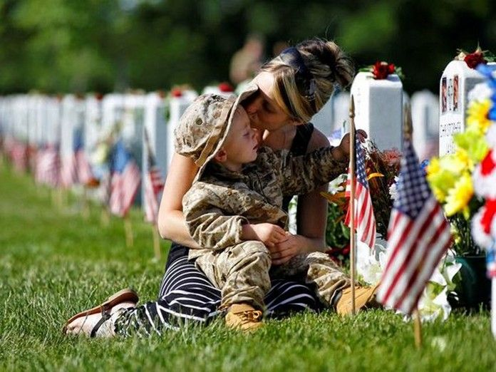 is memorial day usually a paid holiday