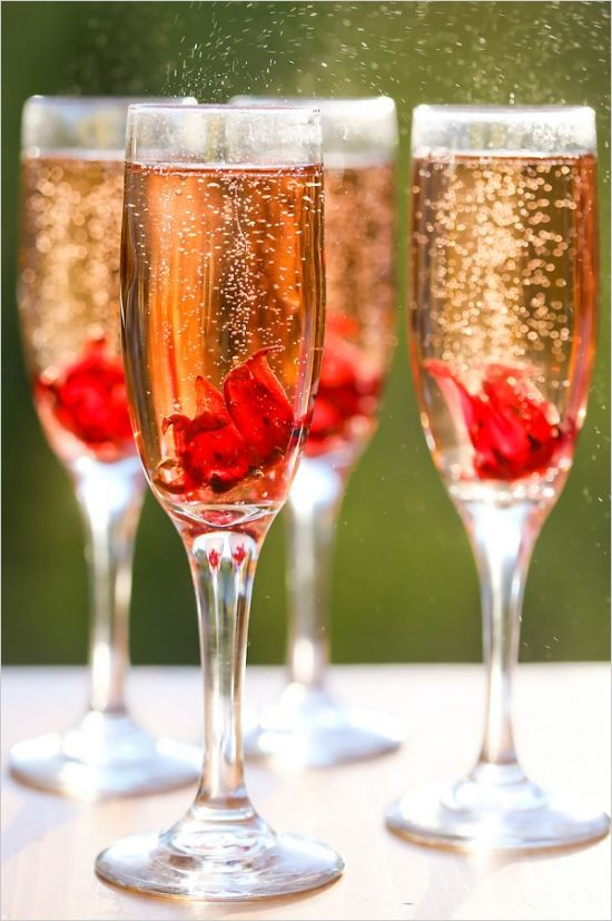 champagne cocktails http://www.weddingchicks.com/2013/12/12/gold-and-purple-wedding-ideas/