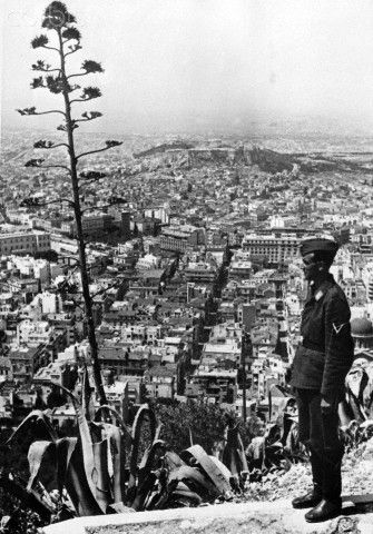 The Nazi propaganda picture shows a soldier of the German Wehrmacht overlooking Athens after the conquest of the city. The photo was taken in May 1941. Photo: Berliner Verlag / Archive - NO WIRE SERVICE -