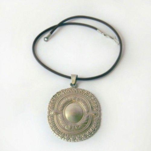 Collar de Plata Tienda:Mestiza Modelo: Flor Sur Precio: $35.854  Ver aquí: http://bit.ly/1RusxWm