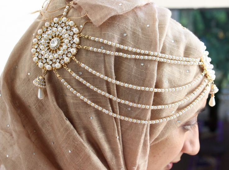 Beautiful peark style Tikka head chain Matha patti can be worn on hijab or head. Available in gold or silver from Khoobhi