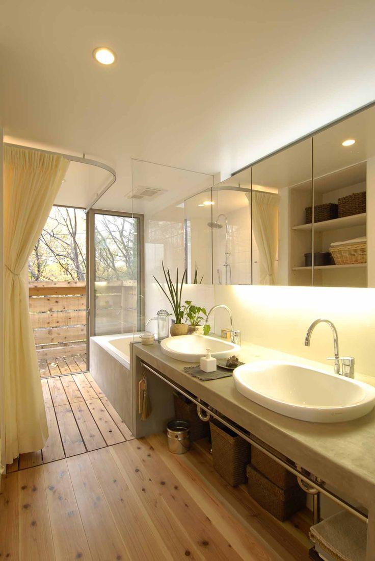 浜田山の家ではキッチン、洗面台をモルタルで製作しました。 モルタルという素材は大工さんが作った下地に対して、左官屋さんが塗っていくことで自由にその形状を作り上げることができます。塗りこむ回数によっては曲…