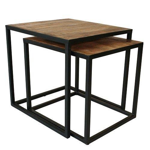Set van 2 stoere bijzettafeltjes Vlojo. Zwart metalen frame met een mango houten blad. Afmeting: Medium: 45 x 39 x 41 CM Large : 48 x 44 x 46 CM