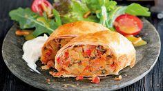 Gemüsestrudel mit Ziegenfrischkäsecreme und Blattsalaten