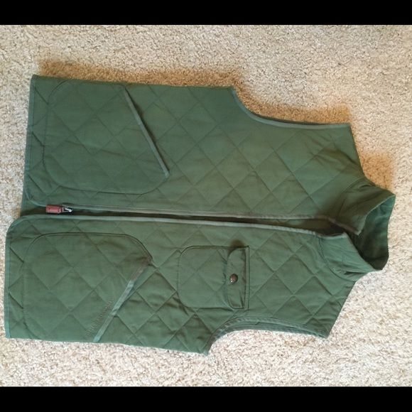 Vineyard Vines quilted vest Mens xs olive green quilted vest. Fits womans small. Worn once, like new Vineyard Vines Jackets & Coats Vests