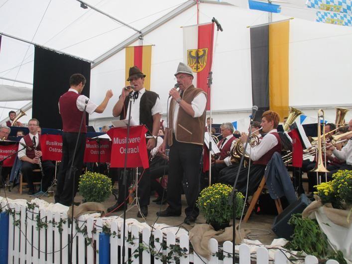 Pfullendorf Musikprob BauFachForum Baulexikon Seepark Pfullendorf zum Thema: Kein Gemeindejubiläum ohne Blasmusik!!!!! Dank den Musikern für Ihre Bereitschaft Ihre Freizeit für die Allgemeinheit der Musik zu widmen.
