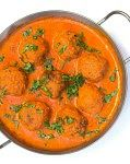 Kartoffelbaellchen in scharfer Curry Soße