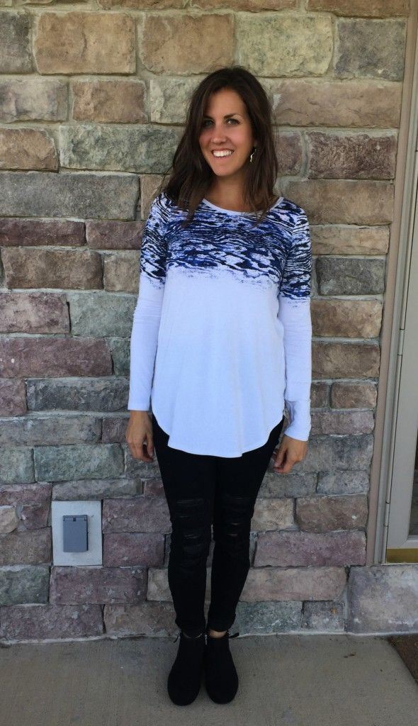 black distressed jeans outfit, fall fashion, fall style, outfit ideas, mom outfits ideas, look book,