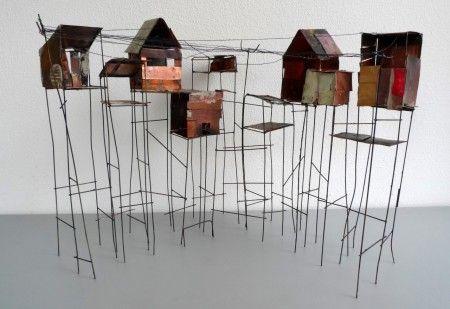 sloppenwijk (34 cm hoog ) koper en koperdraad