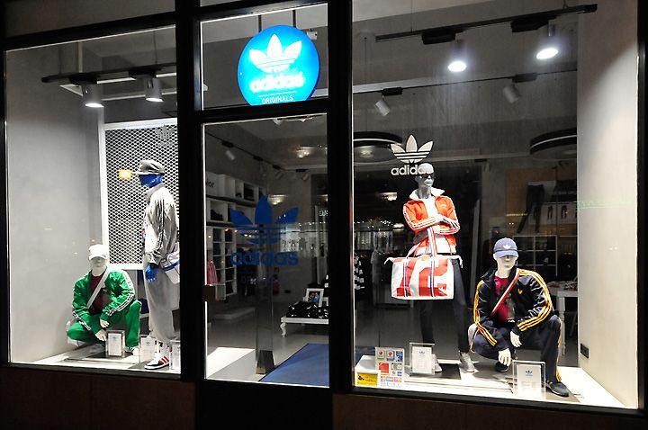 adidas window displays, Budapest visual merchandising ...