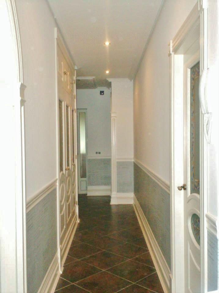 Alisado paredes zocalo papel pintado y pintura pasillo - Papeles pintados para pasillos ...