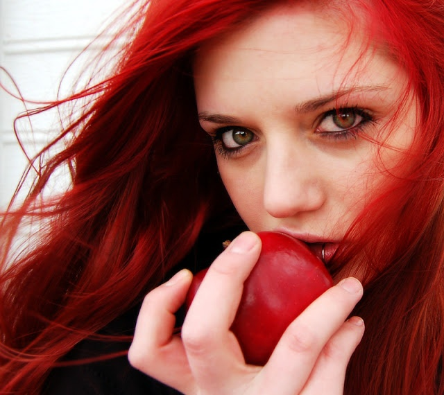 Guest Post: Tips for taking care of dyed red hair  ALSO-- i love this color red :)