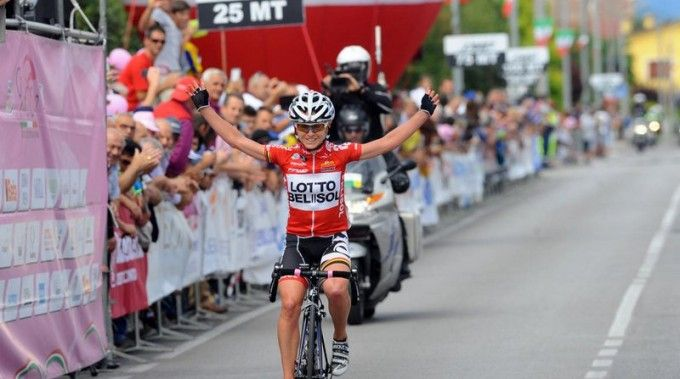 Emma Pooley taking stage 6 of the 2014 Giro Rosa