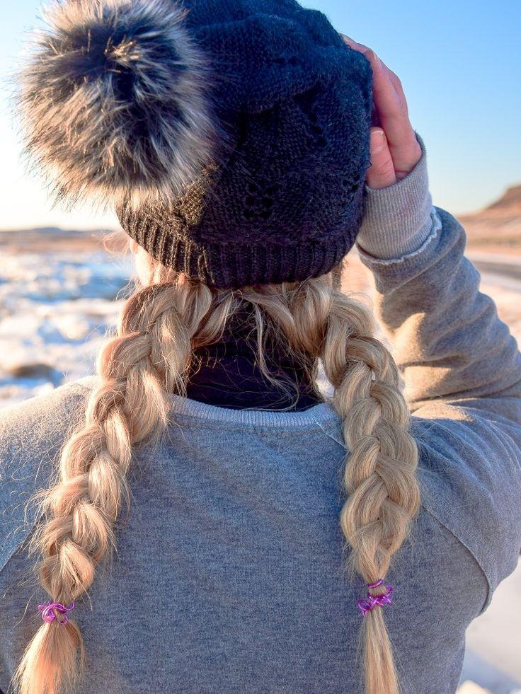... Und so einfach könnt ihr diese süße Mützenfrisur nachmachen. Eine Anleitung findet ihr, wenn ihr auf das Bild klickt. Einfache Frisuren zum nachmachen, geflochtene Haare, Haare flechten, Frisuren DIY, Flechtfrisuren, einfache Frisuren, Zopf, Zöpfe flechten