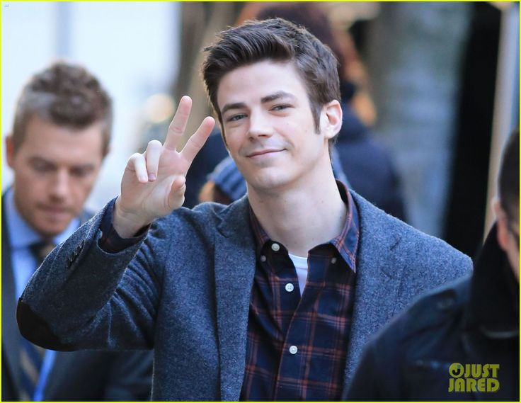This is What Happens When Grant Gustin Sees Paparazzi While Filming 'The Flash'