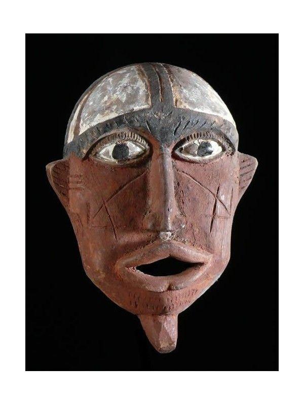 Les Bobo proprement dit sont aussi appelés Bobo-Fing (bobo noirs) et vivent principalement à Bobo-Dioulasso et ses environs.  Les Bobo croient en un dieu Wuro, créateur de la terre et des animaux.  Ils sont à l'origine du nom de la ville Bobo-Dioulasso.
