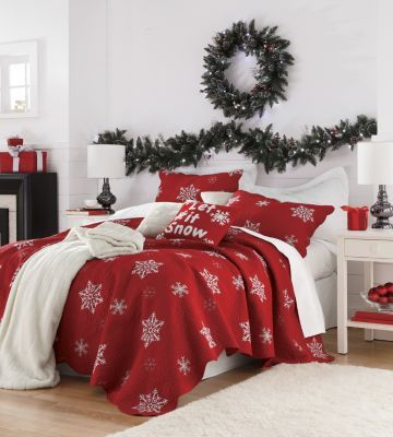 Snowflake Bedding and Snow Sham! I LOVE this! Cozy and beautiful! Wreath and garland add that extra ho ho ho!