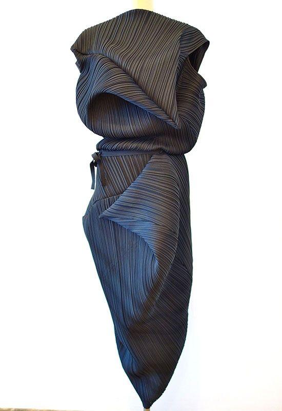 Kĩ thuật dựng vải tinh tế và khéo léo kết hợp cách sử dụng màu sắc đã tạo những tác phẩm nghệ thuật đáng kinh ngạc.