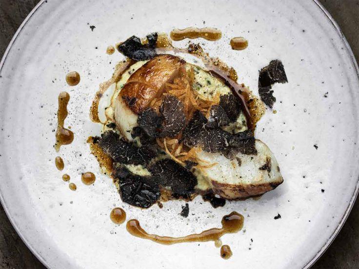 Stekta pilgrimsmusslor med tryfferad äggröra, pommes paille och rökt brynt smör | Recept från Köket.se