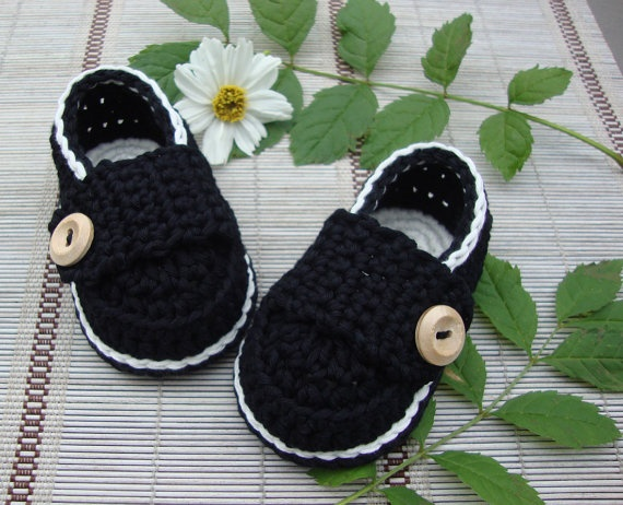 Crochet baby shoes booties little loafers black by Ohprettypretty,