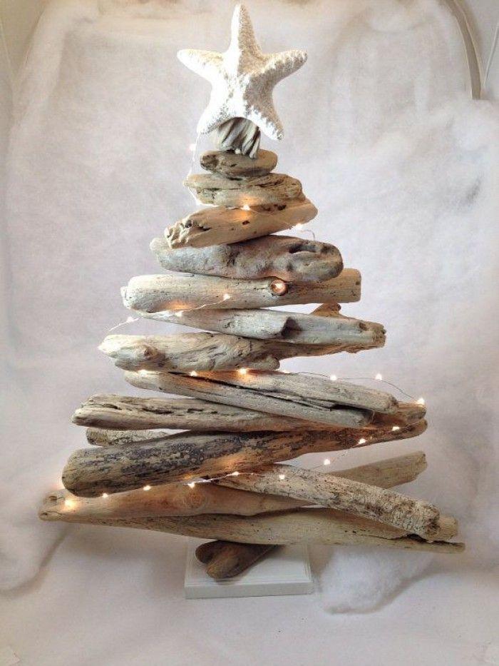 leuke kerstboom van drijfhout