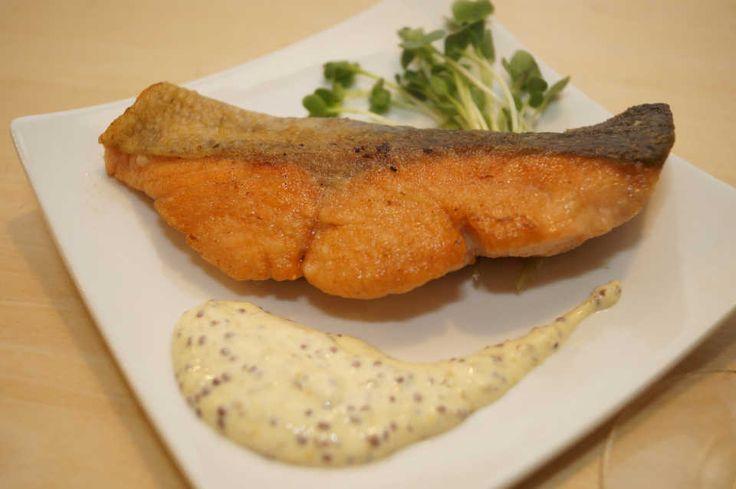 基本をおさらい!『秋鮭のムニエル、マスタードソース添え』の極上レシピ