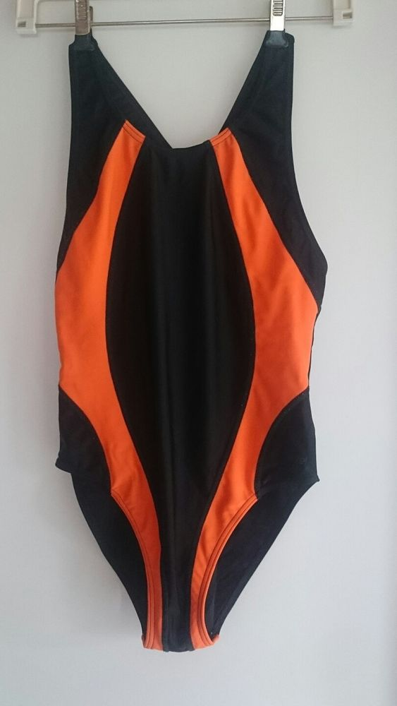 Badeanzug von <etirel> in Größe 176 Farbe schwarz-orange Leichtes Peeling am Po. Privatverkauf keine Garantie und Rücknahme. Versand als Post Brief 1,45 € Zahlung per Überweisung erbeten.   eBay!