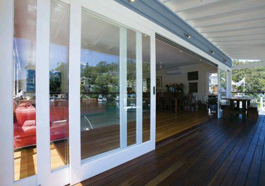 Te quiero compartir el día de hoy unas ideas de puertas de cristal que puedes poner en la parte trasera de tu hogar como dividiendo el jardin del resto de tu casa, espero te gusten las ideas.