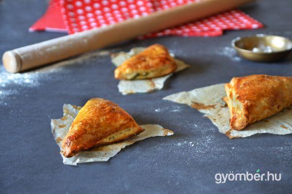 Spinach and ricotta pastry   Spenótos leveles párna #vegetarian