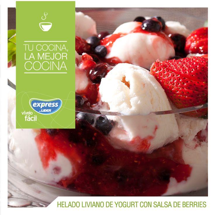 Helado liviano de yogurt con salsa de berries / #RecetarioExpress #Receta #ExpressdeLider #Food #Foodporn #Helado #Berries #IceCream #Postre