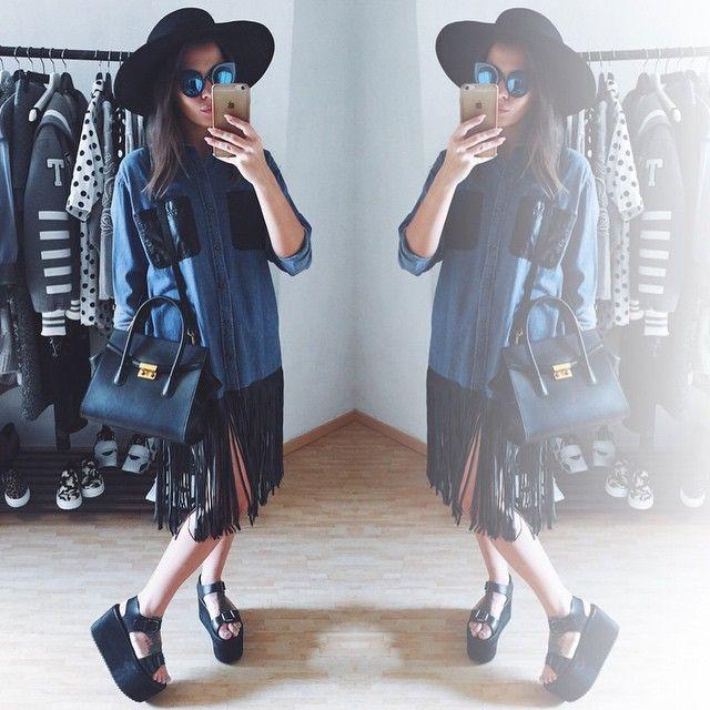 """Джинсовая рубашка-платье с бахромой  сумочка из натуральной кожи  соломенная шляпа и очки """"кисы""""  для заказа пишите +79670082786"""
