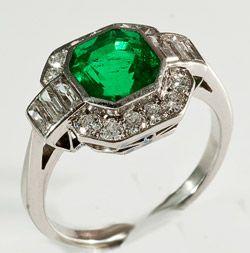 Platinum set Art Deco fine columbian emerald and baguette and round diamond ring 1920/30c (hva)