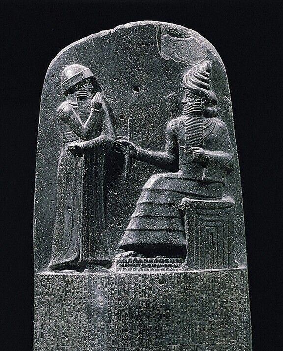 """Leis: Na Mesopotâmia,a lei era aplicada através de Código de Hamurabi (Um monumento monolítico com 282 leis talhadas) fundamentado no princípio da Lei de Talião: """"Olho por olho,dente por dente""""."""