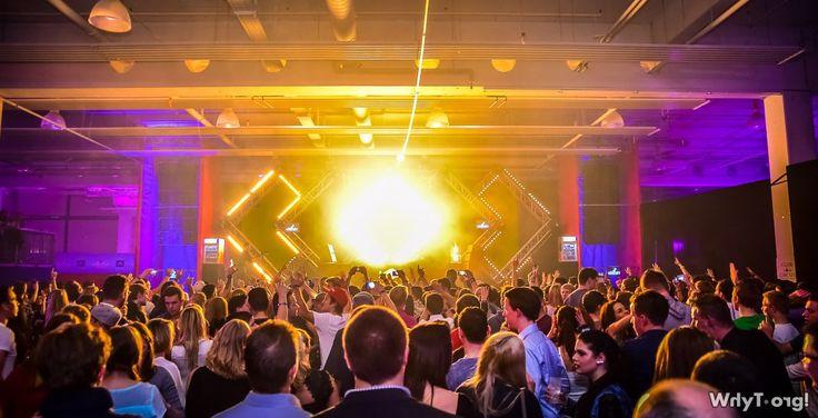 Fotos: 10.11.14 Flight Club feat. Steve Aoki (Pre Opening) @ Flight Club Salzburg by WhyT.org! #SteveAoki #Salzburg #Nightloge #FlightClub