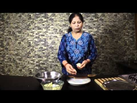 http://nishamadhulika.com/deep_fry/aloo-kachori-recipe.html  Aloo Kachori Recipe Video in Hindi by Nisha Madhulika Also known as Aloo Kachori with Aloo Sabji,