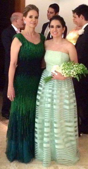 Vestido sob medida - ateliê Esther Bauman/Acquastudio  Vestidos mãe e filha formanda - verde bordado e verde tomara que caia com saia de viéses
